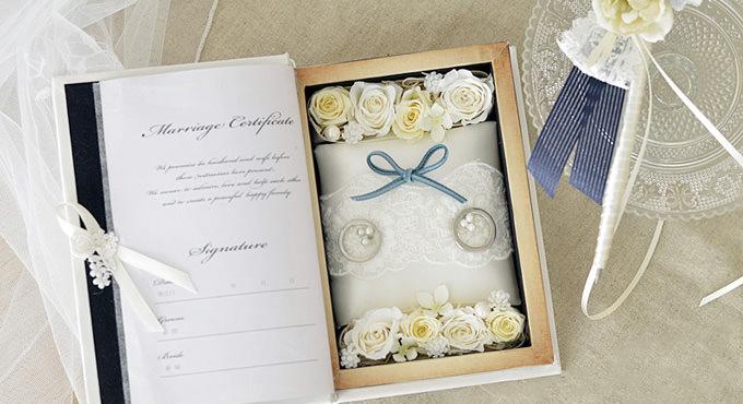 ブックボックスの結婚証明書とリングピロー