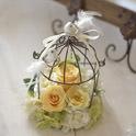 プリザーブドと造花でフラワーアレンジした鳥カゴのリングピロー